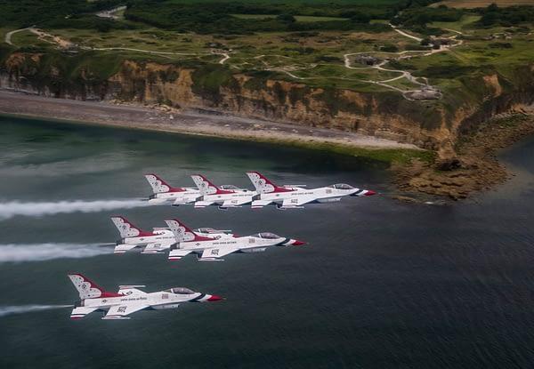 USAF Thunderbirds Over France - Pointe Du Hoc
