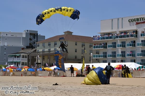 [UPDATED] Breaking: Two Parachutists Injured At Chicago Air And Water Show