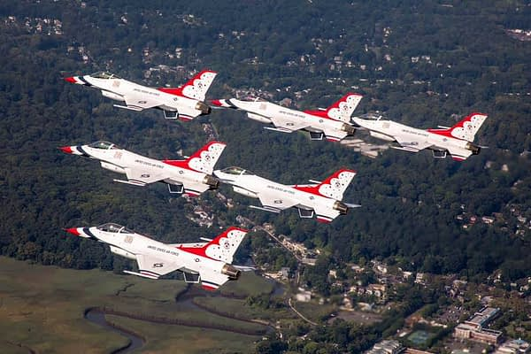 USAF Thunderbirds Over New York City - AirshowStuff