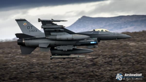 F-16 Fighting Falcon in Star Wars Canyon - AirshowStuff