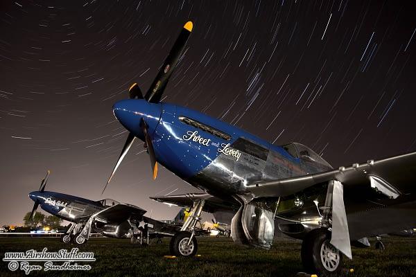 P-51 Mustang Star Trails - EAA AirVenture Oshkosh - AirshowStuff