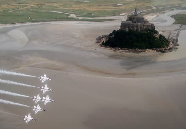 USAF Thunderbirds Over France - Mont. Saint-Michel