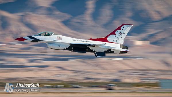 USAF Thunderbird F-16 Fighting Falcon - Aviation Nation Airshow