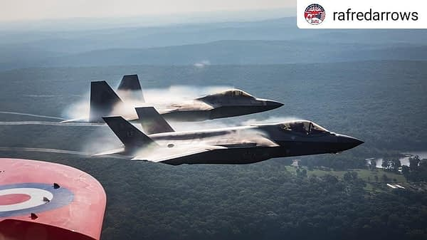 RAF Red Arrows and F-22, F-35 Demo Teams - New York City Flyover - AirshowStuff
