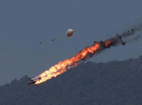 Pilots Safe – Two Aircraft Collide and Crash at LIMA 2015