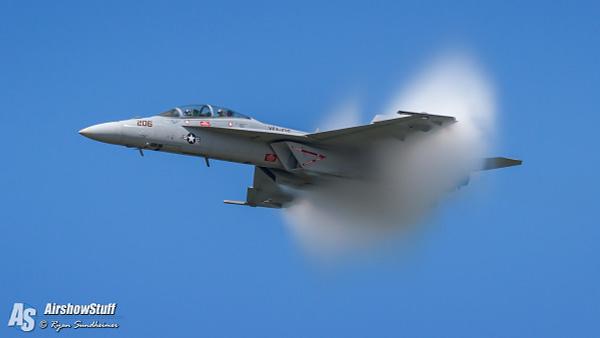 US Navy F/A-18F Super Hornet Demonstration - Vapor Cone