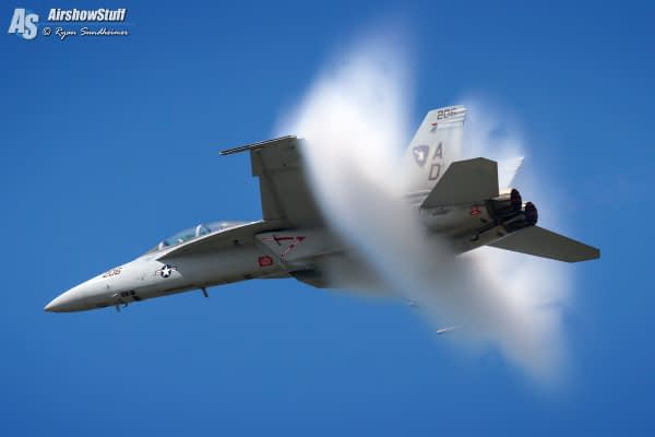 US Navy F/A-18F Super Hornet - AirshowStuff