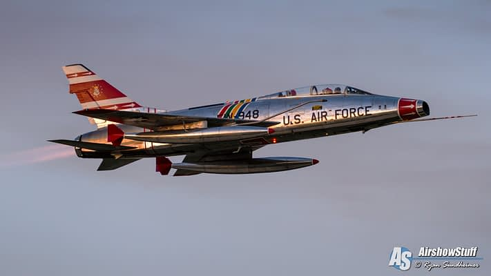 Afterburner, Bare Metal, And Sunset – Watch These F-100 Super Sabre Twilight Flybys!