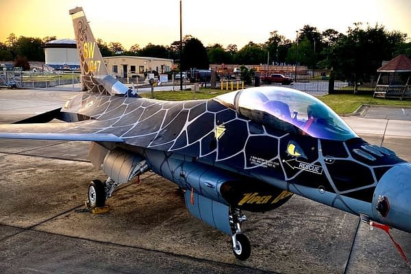 "F-16 Viper Demo Team Unveils Incredible ""Venom"" Paint Scheme"