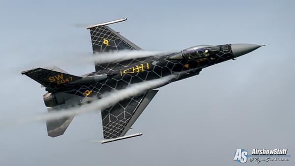 USAF F-16 Viper Demonstration Team - AirshowStuff