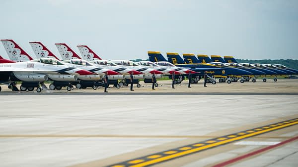 USAF Thunderbirds and US Navy Blue Angels - AirshowStuff