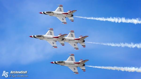 USAF Thunderbirds - Battle Creek Airshow 2016