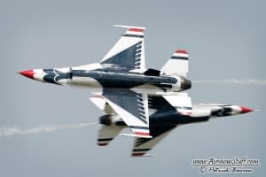 USAF Thunderbirds Opposing Pass - EAA AirVenture Oshkosh 2014