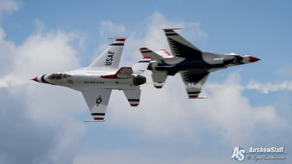 USAF Thunderbirds - Opposing Pass