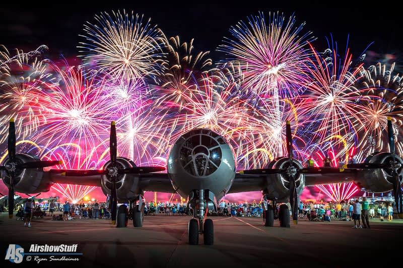 Celebrate The 4th Of July With These Photos Of Fireworks And Airplanes!