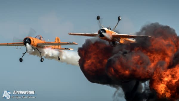 Twin Tigers Aerobatic Team - AirshowStuff
