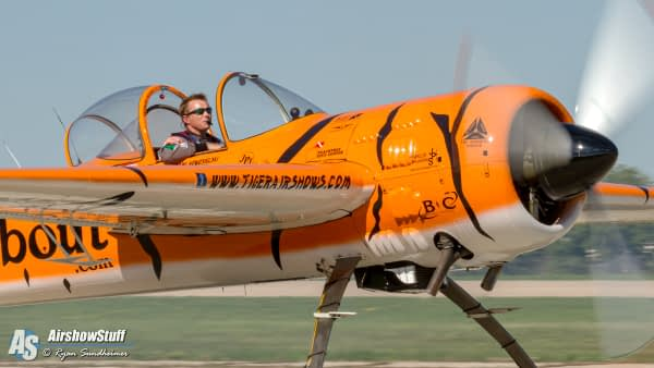 Mark Nowosielski - Twin Tigers Aerobatic Team - AirshowStuff
