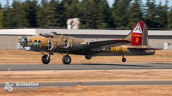 """Collings Foundation B-17 Flying Fortress """"Nine-O-Nine"""" - AirshowStuff"""